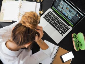 a virtual assistant tired of doing her tasks