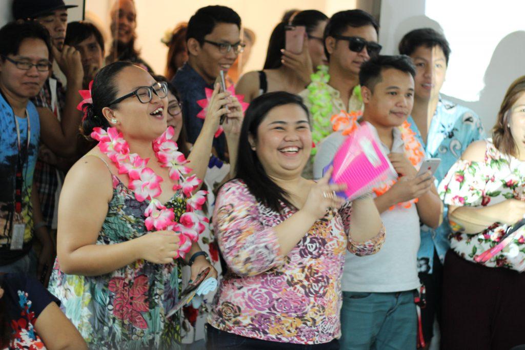 FilWeb Asia - FilWebers in Hawaiian-inspired attires