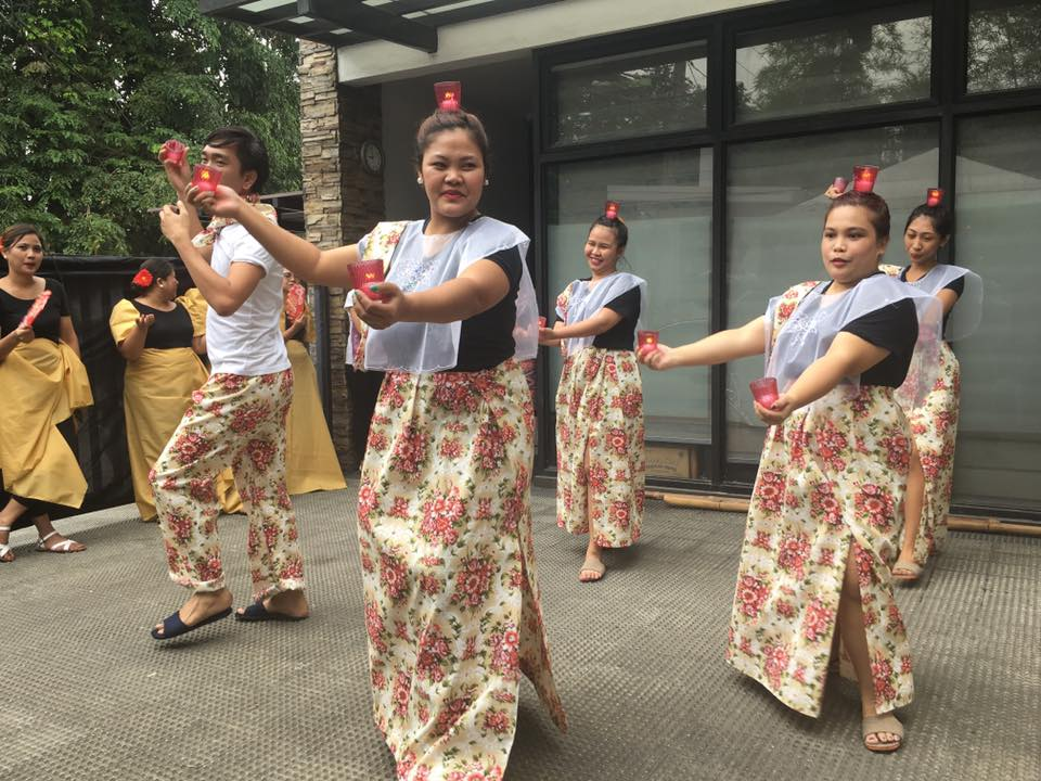 "74eb65da5880 Pandanggo sa Ilaw is a famous Philippine folk dance, which commenced in  Mindoro. The word ""pandanggo"" is from the Spanish ""fandango,"" a dance in  3/4 time."