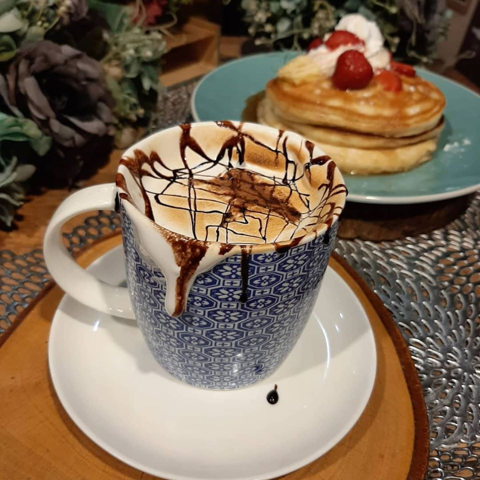 Hot Chocolate and Fluffy Pancakes from Luna Café PH